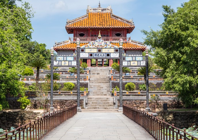 Minh Mang tomb reaches the standard architectural complex with 40 constructions such as: palaces, temples, pavilions…. The tomb is divided into three main parts.