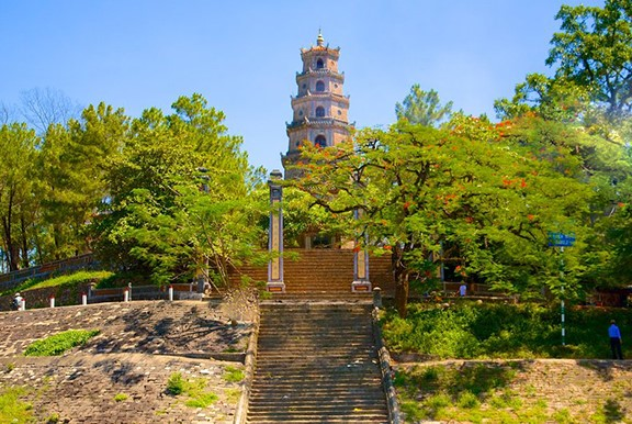 Thien Mu Pagoda – Hue city is converged by many famous landscapes